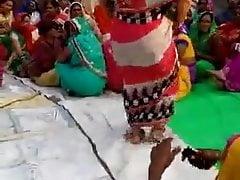 Desi Aunty dirty Dance Relative to wedding stately